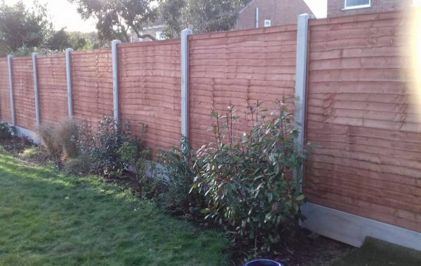 Dodds Fencing and sheds heavy duty lap panles with concrete posts and concrete gravel boards